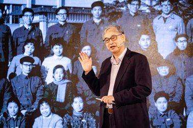 """葛兆光老师在""""传承:我们的北大学缘""""讲述活动上"""